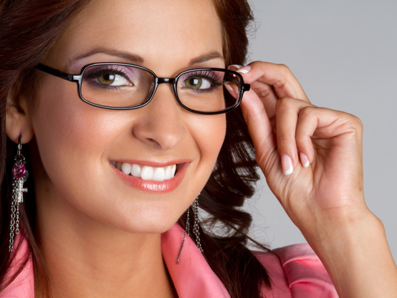 Facts You Need to Consider While Buying Eyeglasses Online