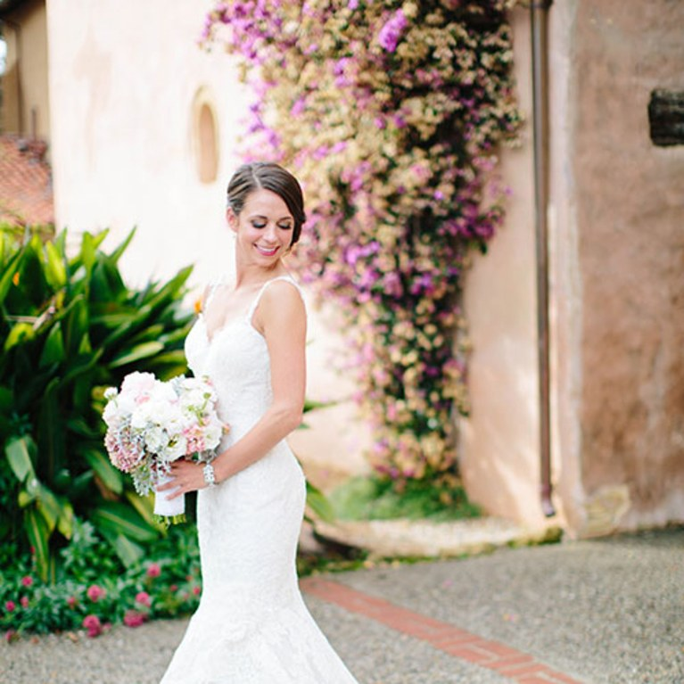 What must you keep in mind to select a perfect wedding dress?
